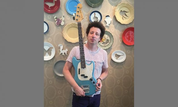 Tom Bowlus chats with Justin Meldal-Johnsen