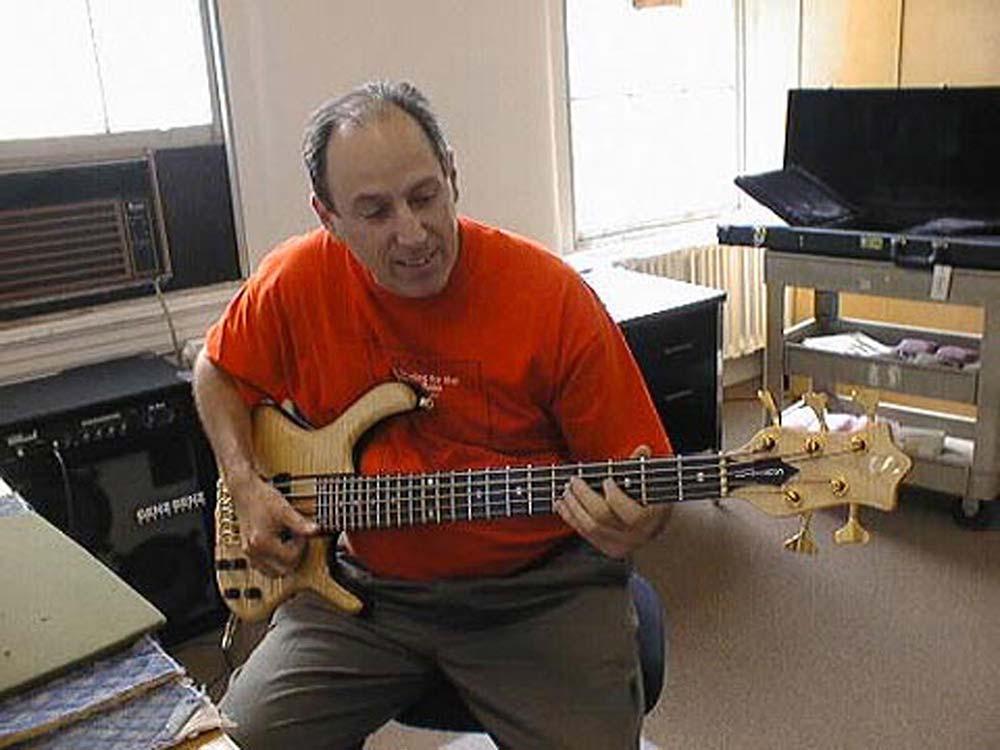 Ken Smith Play bass